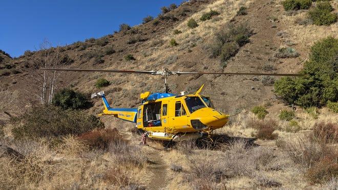 Un couple blessé à la tête a été transporté depuis la région reculée de Sespe Hot Springs par l'hélicoptère 7 du shérif du comté de Ventura lors d'un sauvetage organisé le 7 février 2021.