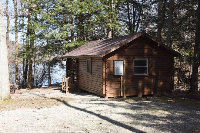 Vous pouvez découvrir des chalets construits le long du lac dans le parc d'État de Keystone.