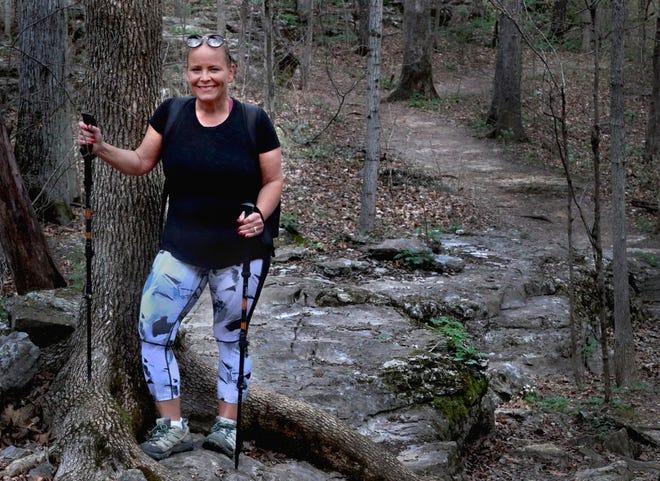 Stephanie Sexton à Barfield Crescent Park le mardi 23 mars 2021. Sexton fait de la randonnée tous les jours depuis une année entière malgré la météo.