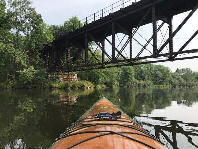 Kayak sur la rivière Eau Claire à l'est de Schofield.