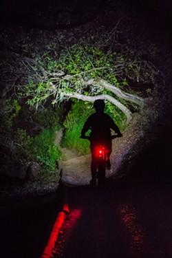 HEURE DES DÉCISIONS Le conseil municipal du SLO décidera du sort de son programme de randonnées nocturnes le 16 mars. - PHOTO DE DOSSIER DE JAYSON MELLOM