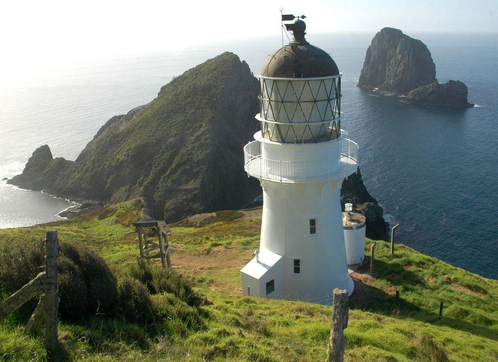 Datant de 1908, la cabane Cape Brett était à l'origine la maison du gardien de phare.