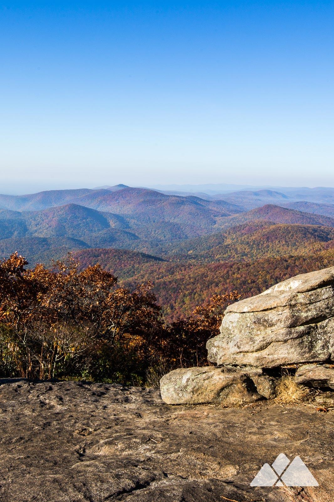 Parcourez la boucle de Blood Mountain sur le sentier des Appalaches et le sentier Freeman pour découvrir certaines des vues les plus époustouflantes de Géorgie