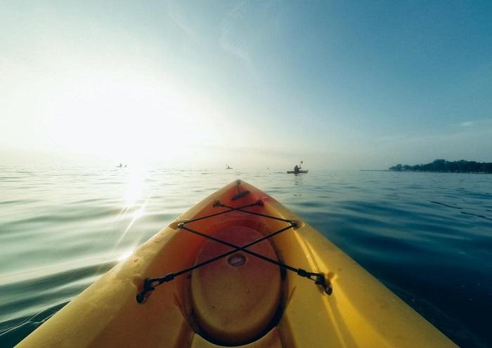 été-outdoor_activities_kayak_on_lake.jpg