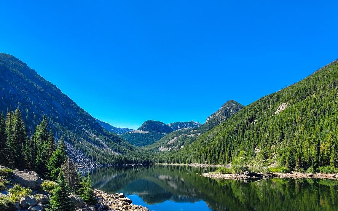 La vue sur le lac de lave au sud de Bozeman, dans le Mont, est la récompense d'une ascension du sentier.  Steve Wagner / Service des nouvelles du forum