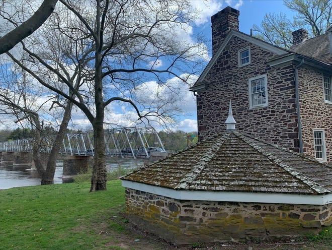 Le parc historique de Washington Crossing est un parc d'État de 500 acres géré par le Département de la conservation et des ressources naturelles de Pennsylvanie en partenariat avec les Amis de Washington Crossing Park.