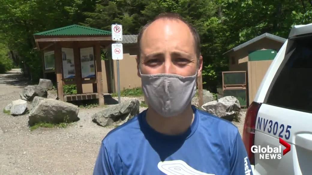 Cliquez pour voir la vidéo: `` Des randonneurs décrivent l'attaque de l'ours noir sur le sentier du mont Fromme de North Vancouver ''