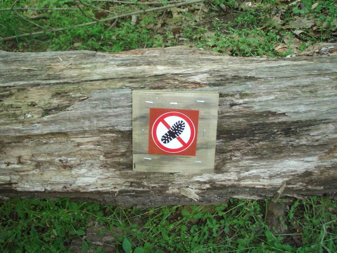 Les recherches de l'USGS ont révélé que ces signes symboliques éducatifs étaient très efficaces pour dissuader les randonnées hors-piste