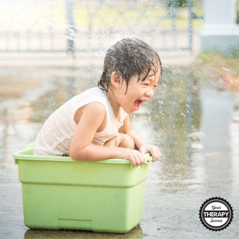 Il est important pour un développement sain d'offrir des possibilités d'activités de plein air d'été aux enfants.